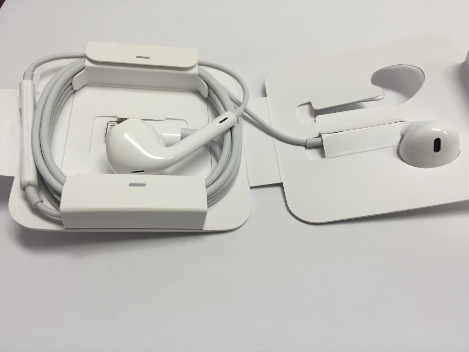 Earpods With Lightning Connector (10)