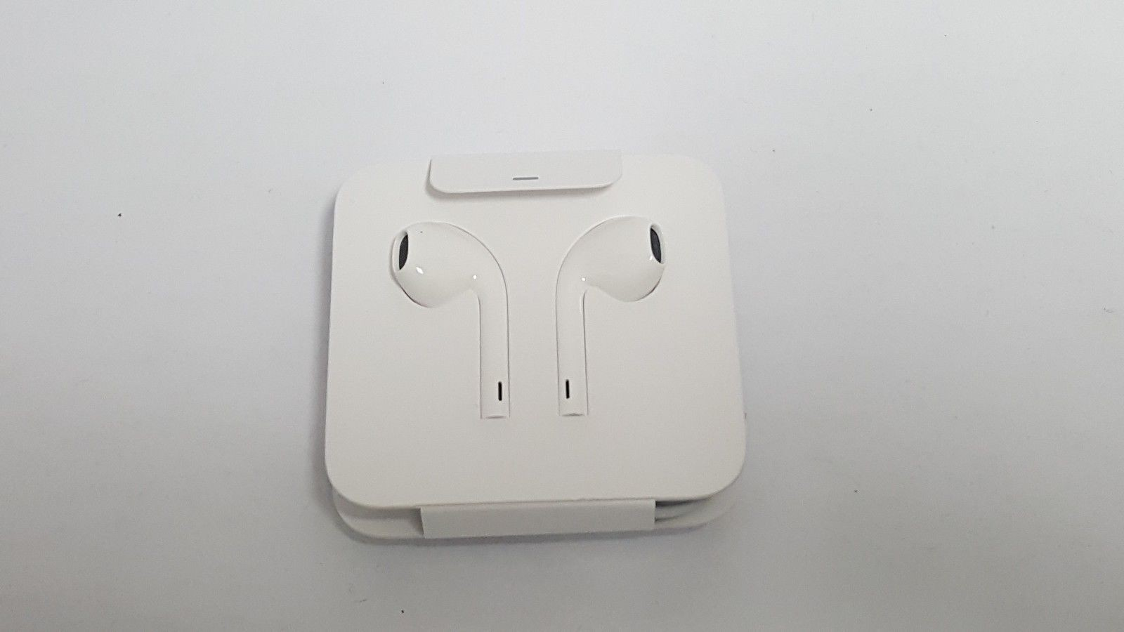 Earpods With Lightning Connector (12)