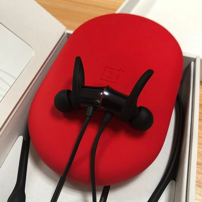 Original Oneplus Bullets Wireless Earphones Free Your Music Magnetic Mic Control Water Resistant Fast Charge Support.jpg (4)