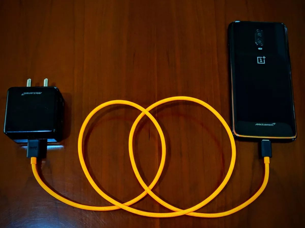Oneplus Mclaren Dash Charge Data Cable (3)