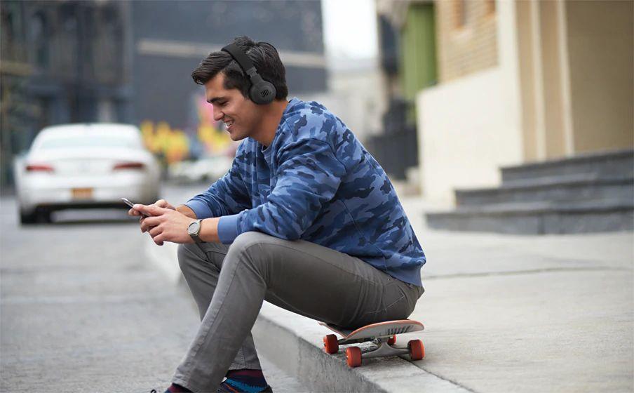 Jbl E45bt On Ear Wireless Headphones (2)
